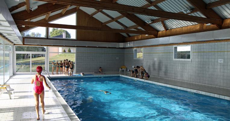 Piscine couverte les roches de scoeux chamberet for Village vacances avec piscine couverte