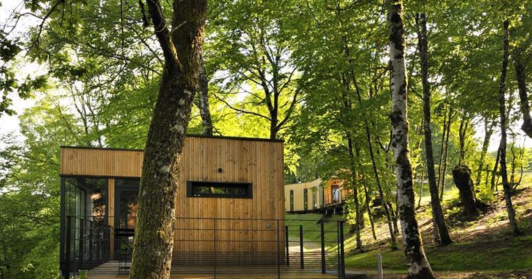 cabanes cl vacances domaine de salagnac meyrignac l 39 eglise tourisme corr ze. Black Bedroom Furniture Sets. Home Design Ideas