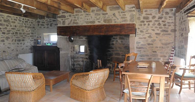 meubl de tourisme bezeaud la maison du haut viam tourisme corr ze. Black Bedroom Furniture Sets. Home Design Ideas
