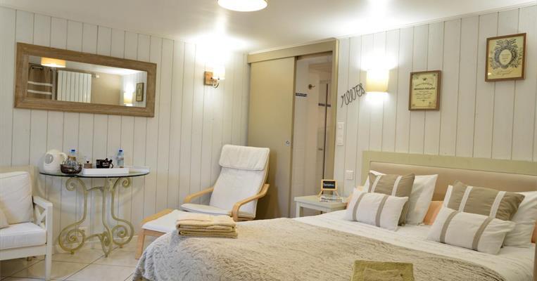 chambres d 39 h tes g tes de france brive la gaillarde 1 chambres r f 19g2745 brive la. Black Bedroom Furniture Sets. Home Design Ideas