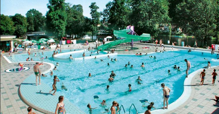 P le de loisirs nautiques piscine aquar cr ative for Piscine correze